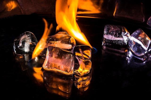 ice-cubes-1914236_640