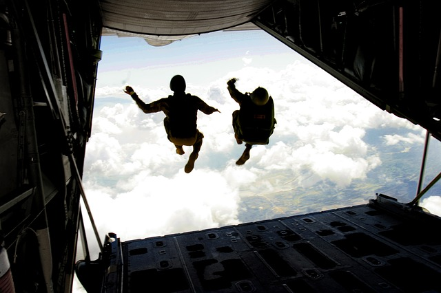 skydiving-708695_640